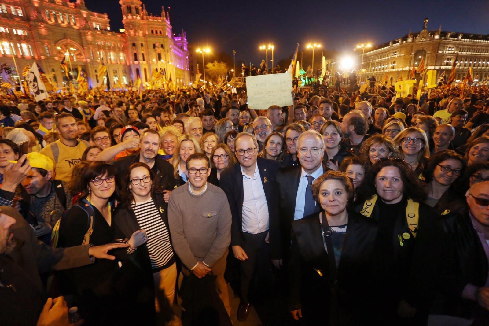 Foto a una manifestació amb el MHP Quim Torra